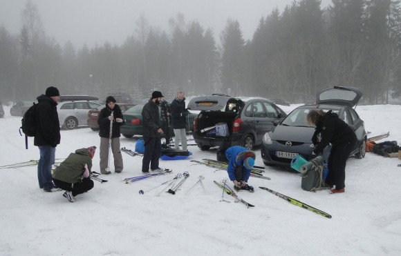 Cars, skis, people